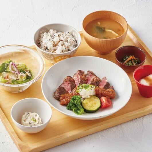 お⾁と野菜のバランス抜群の 彩り和定⾷~GOCHISOU XMAS~