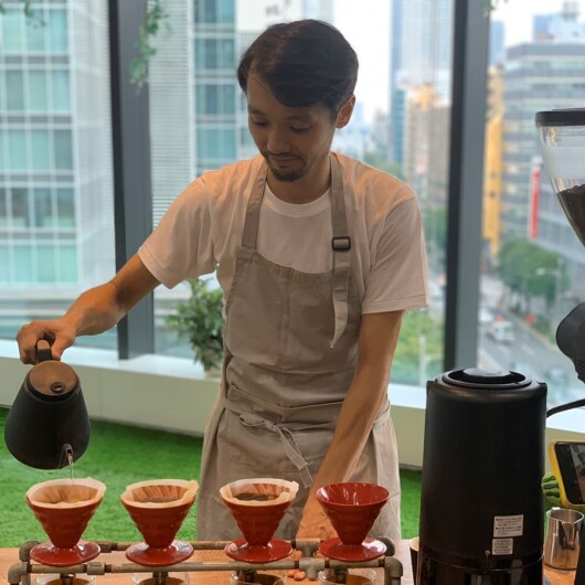 イベント情報 – 公式パートナー向山岳氏によるコーヒーの試飲イベントを開催!