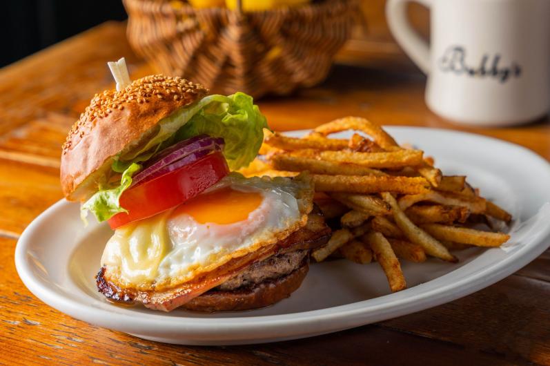 アメリカの家庭で『イースター』の食卓に並ぶ「ローストハム」と「卵」を使った期間限定メニューをお届けします♪(4/1~4/30)